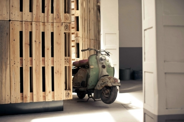 Wood euro pallets in a renovated exhibition hall of Two.bo